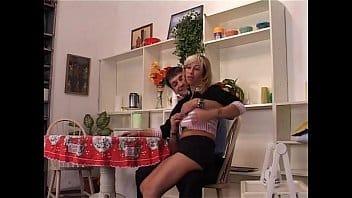 bionda italiana registrata a sua insaputa mentre tromba