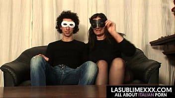 culona italiana si scopa un ragazzo invece del marito assente