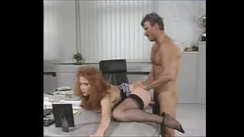 rossa riccia con chiappe morbide scopate dal capo in ufficio anni ottanta