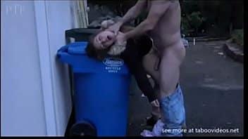 collega civetta trombata duro sui cassonetti della spazzatura